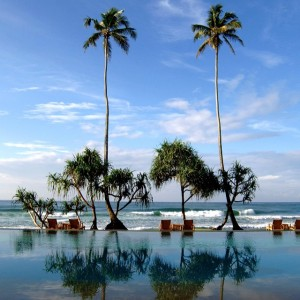 Pool or beach? The Fortress in Galle #SriLanka #photooftheday #picoftheday #travelinspiration #travel #luxurytravel #luxuryhotel #pool #swimmingpool #sea #vacation #holiday